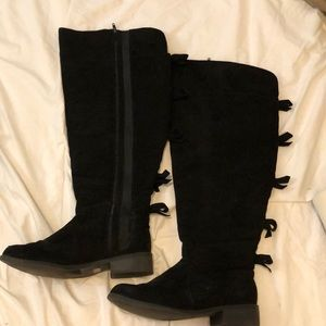 Torrid Black Thigh night boots withe bows 7WIDE